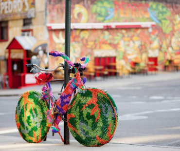 Yarn Bombing – The Art of Granny Graffiti